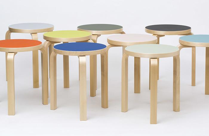 1930年代から生産の続く、世界中で愛用されるフィンランド家具の名品「Artek」の「Stool60」をスコープが別注。3本脚、4本脚から選べ、カラフルな18色展開。