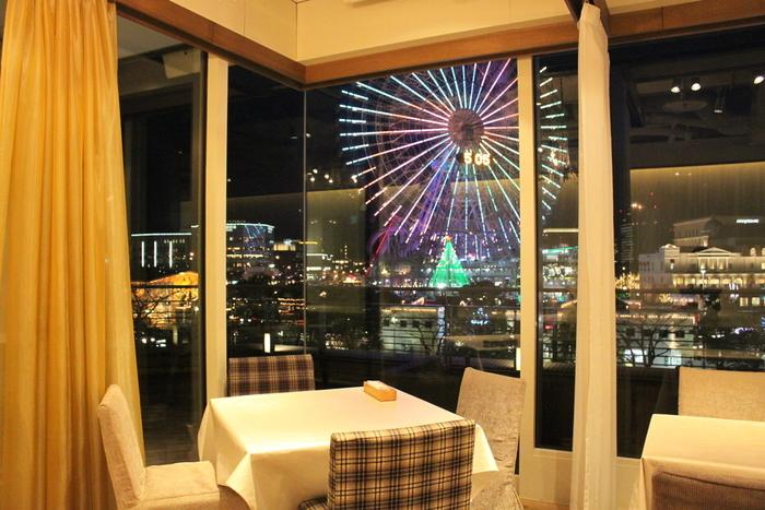 ランチ・カフェ使用も勿論、夜景も綺麗なのでデートにもおすすめです。