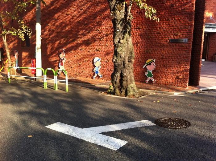 桜新町の駅から10分ほど歩くと見えてくるレンガの壁。「サザエさん」の漫画作家として知られる長谷川町子氏の原画や、収集した美術品を展示している美術館です。