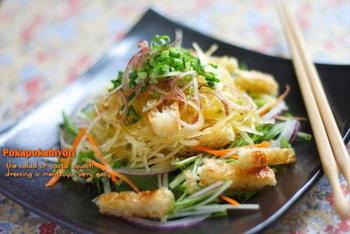 もともと麺のようなかたちの野菜を使って、より簡単にベジヌードルを楽しめるレシピも。 夏に旬を迎えるそうめんかぼちゃは、軽くゆでることで果肉が麺状にほぐれていく特性を持っています。薄黄色の果肉が中華麺のようにも見えますね!クセがないので、あっさりした和風の味付けによく合います。 さまざまな野菜の旬や特性を知ることは、より美味しく野菜を食べる第一歩です。
