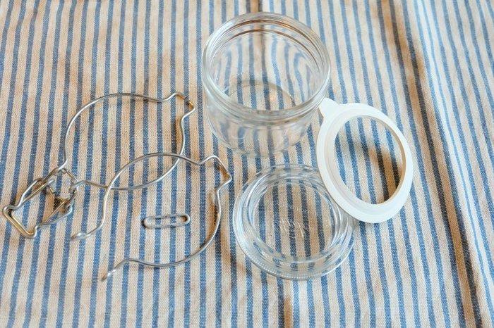 粉類の保管やピクルス作りに重宝するガラス製のキャニスターは、金属部分のサビが心配ですよね。無印良品のキャニスターは、写真のように全てのパーツが取り外せるので、きれいに洗うことができます。パッキンが真っ白なのも清潔感があって◎