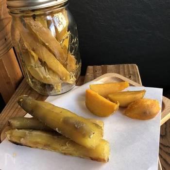 天日干しした干し芋は、甘みもたっぷりで栄養もいっぱい。おうちで簡単に作れるなら、試してみない手はないですね。美味しそうなサツマイモが手に入ったら、ぜひ!いっぱい作って、いろんなアレンジも楽しみましょう。