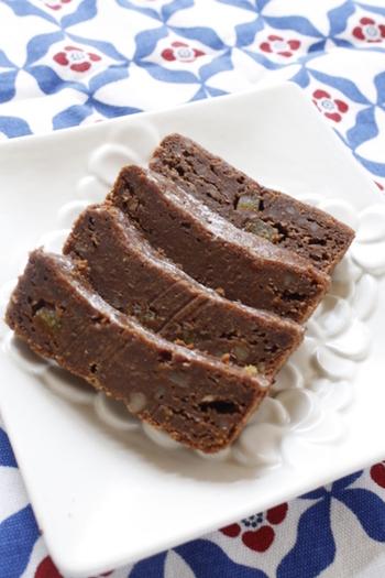 にんじんがちょっと苦手な人でも食べられる、濃厚なチョコが美味しいキャロットケーキ。1日ほど置いて馴染ませてあげることで、よりしっとりと。