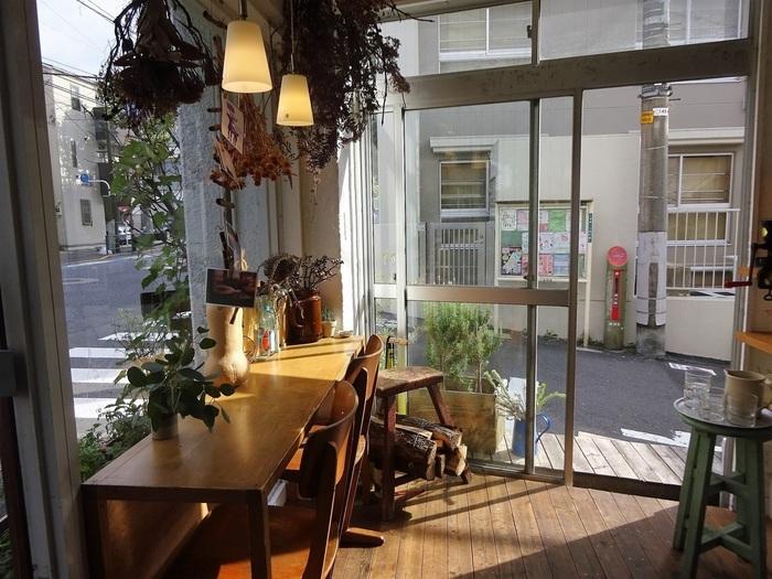 Sunday Bake Shopは、東京・初台にある焼き菓子専門店。お店が開いているのは、水・金・日曜日だけ。それにも関わらず、オープン前から行列が!早い時間に行くことをおすすめします♪