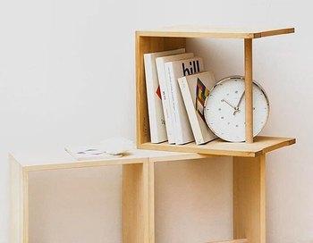 こちらはバウハウスの理念を継承した名作、ウルムスツールですが、無駄が一切なく本当にシンプル!色々な使い方ができますが、数冊本を入れるだけで様になります。