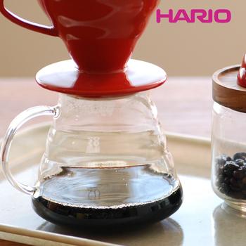 丸みのあるやわらかな曲線と、波打つような表面、持ち手までガラスの透明感がきれいなサーバーです。いつものコーヒータイムをスペシャルにしてくれそう。