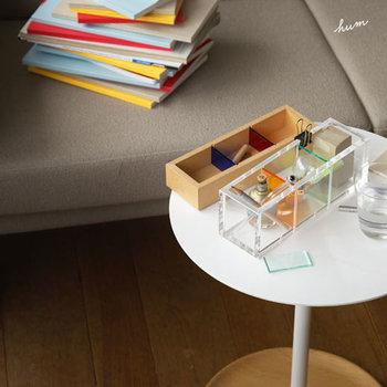 異素材を組み合わせた、スタッキングできる小物入れ。デザイン性も高く、机の上をスタイリッシュにしてくれます。上下を入れ替えれば、印象も一気に変わります。細かな文具をスッキリ収納できる、オシャレな一品です。