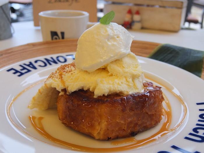 一番人気のノーマルなフレンチトーストです。表面はパリッと香ばしく、中はクリーミー。江ノ島の絶景を見ながら食べられるなんて最高ですよね。