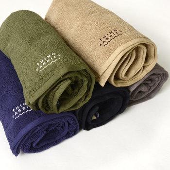 綿花の繊維が長ければ長いほど高級綿と言われていますが、こちらは、最も繊維が長いクラスとされる超長繊維綿だけを贅沢に使用した、柔らかな肌触りの優秀な一枚です。