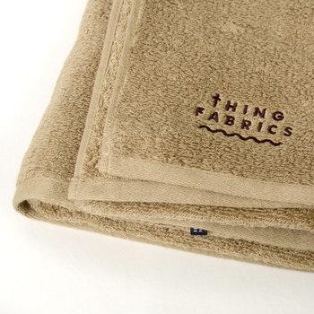 シルクのような光沢感と柔らかな肌触りは、こだわりの織り上げ方法で作られたからこそ。日常使いにおすすめしたいバスタオルです。