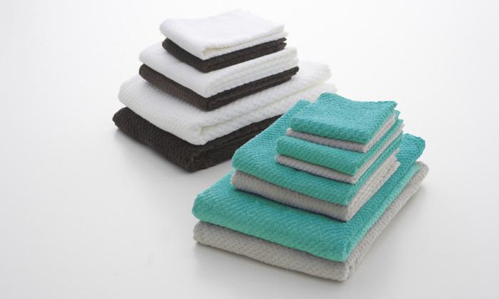 インドの大地から手摘みで収穫した綿花を使用したバスタオル。毛羽が出にくく、ソフトな肌触りなのが特徴です。