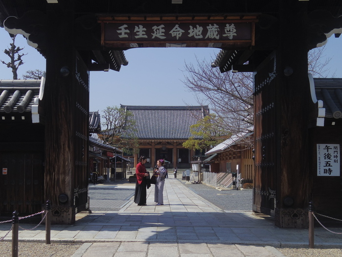 光縁寺のほか、壬生寺にも、新撰組隊士の墓が数多く残されています。