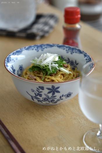 「北海道産小麦粉使用 冷やし担々麺(タンタンメン)」。麺を茹でて胡麻だれをからめるだけで、おうちで簡単に濃厚でピリッと辛い担々麺が作れます。