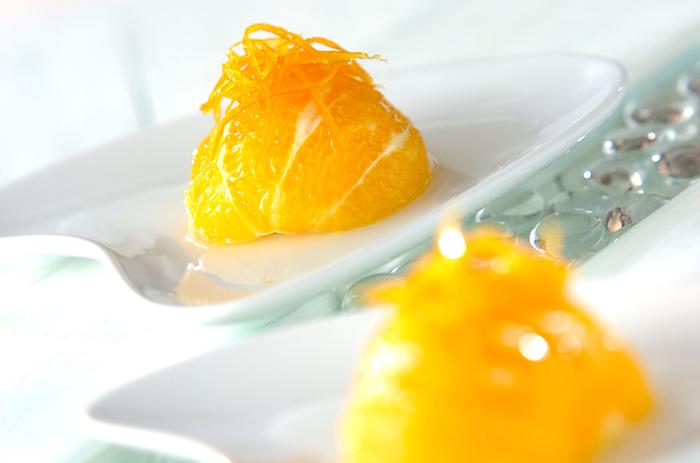 まずはオレンジそのものの味わいを楽しめるコンポートから。これだけでおしゃれなさっぱりデザートに仕上がります。食後のお口直しにもおすすめ♪