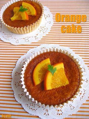 ホットケーキミックスなら休日の朝ごはんにもささっと作れそう♪ケーキ生地にもオレンジの果汁と皮がしっかり入っています。あらかじめオレンジのシロップ煮を作りおきしておけば、盛り付けも完璧!