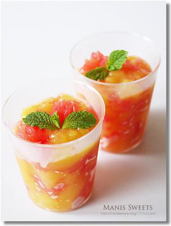 こちらは、オレンジジュースのゼリーにフレッシュなグレープフルーツを混ぜて作るユニークなレシピ。材料も、ゼラチンとお砂糖だけなのでお手軽です。砂糖抜きにすれば、さらにさっぱりとした風味に仕上がるでしょう。