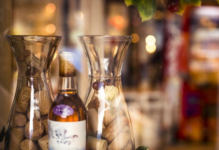 ワイン工場も隣接しており、工場見学や試飲なども楽しめます。地元の畑で育てられたぶどうを、地元で醸造して作られたワイン。北海道の旅の記念やお土産などにいかがでしょうか?また、レストラン「ふらのワインハウス」も隣接していますよ。