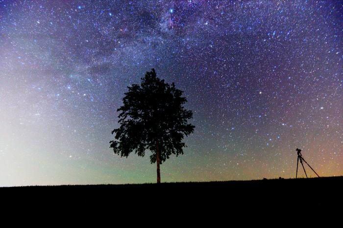 もし、時間に余裕があるなら、日没後もしばらくとどまってみてはいかがでしょう?晴れた日には、都会では絶対に見られない満点の星空が広がります。