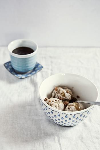 ワンボウルレシピの一番嬉しいところは、やはり後片付けが楽ちんなこと。スイーツをオーブンで焼いたり冷蔵庫で冷やしている間にぱぱっと片付けて、すっきりしたキッチンで出来上がりを待ちましょう。コーヒーやお茶を淹れて、いただきます…♪