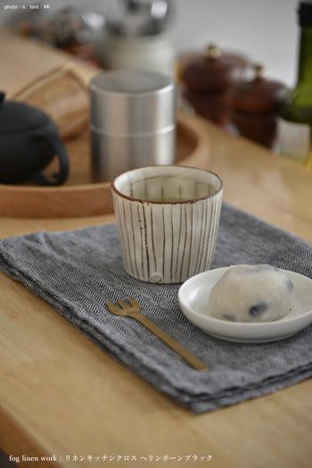 洗いざらしたヘリンボーンは、和菓子にもマッチ。一層おいしそうに見える点がお気に入りなのだそう。