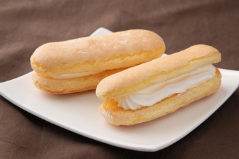 看板商品は紀州銘菓「かげろう」。本店では「生かげろう」が限定メニューで、いちごやマロンなど季節によって変わる味も楽しめる。