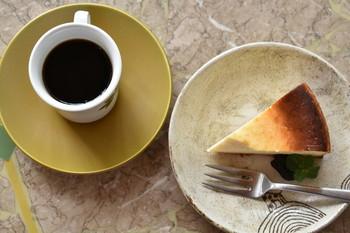 「豆の湯」と言うだけに、こだわりはコーヒー。喫茶店らしく、特製カレーや昔ながらの洋食も充実していて人気です。