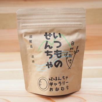 「いつものせんちゃ」は、在来種を種から育て、農薬や肥料を一切使わずに作られた贅沢な茶葉です。自然栽培ならではの素朴な味わいで、冷たい水出し茶としても、毎日安心して飲むことができます。