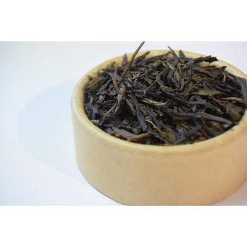 茶葉の風味が落ちてしまったとしても、捨ててしまうのはもったいないですよね。フライパンを使って、弱火で炒めると自家製のほうじ茶になり違った楽しみ方ができます。簡単にできちゃいますので、ぜひ試してみてくださいね♪