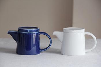 ブルーとホワイトの2色展開で、どちらもさわやかな印象のポット。人気の波佐見焼ブランド・白山陶器のポットは、日本製ながらも北欧らしい雰囲気がある素敵なデザインです。