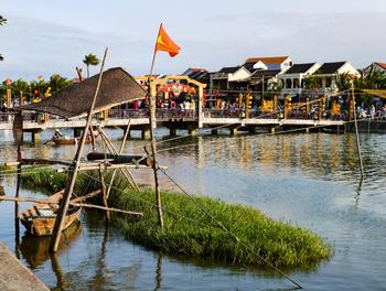 ベトナム到着後、世界遺産の古都ホイアンを日帰りで訪れ、夜はダナンに戻り、次の日はダナンのビーチをフライトまで満喫してはいかがでしょうか?