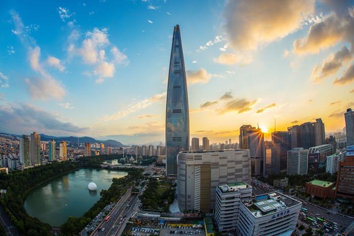 東京からソウルへのフライト時間は約2時間半、時差もなく1泊2日のプチトリップにはぴったりの「韓国」。7月中旬からは、韓国全土で夏季セールが始まります。冷たいスイーツの韓国式かき氷や爽快感抜群の冷麺などを堪能しながら、ショッピングを満喫するプチ旅行はいかがでしょうか?