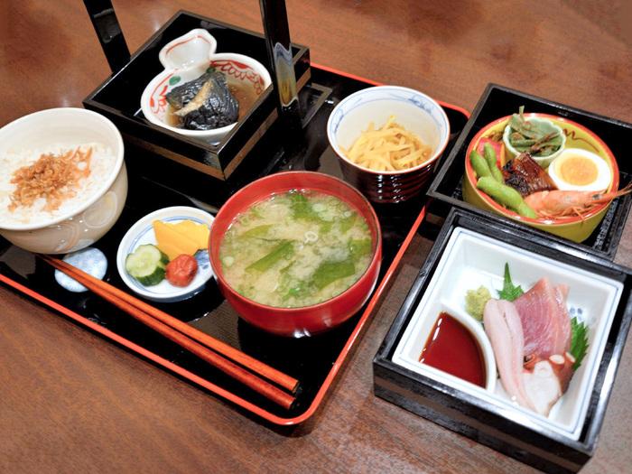 こちらは「日替わり御膳」。これだけの品数で800円!お得感がありますね。