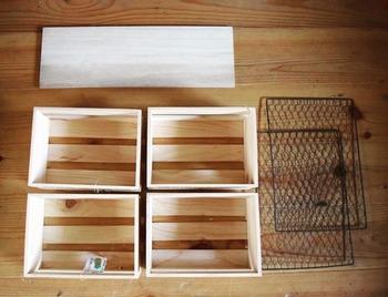 セリアで木板やウッディスクエアボックス、ワイヤーメッシュラティスなどを準備して作ります。