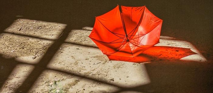 傘や長靴をいざ使おうしたとき、壊れていたりダメージに気づく…という事も。本格的な梅雨入り前に、雨具の状態をチェックしておきましょう!自分でも修理できる事がありますよ。