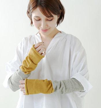 アウトドアの場面でも大活躍してくれそうな「Homie(ホミー)」のアームカバー&レッグウォーマー。カラーの切り替えがおしゃれなロングサイズなので、半袖に長袖インナーを合わせる感覚でUVカバーが可能です。