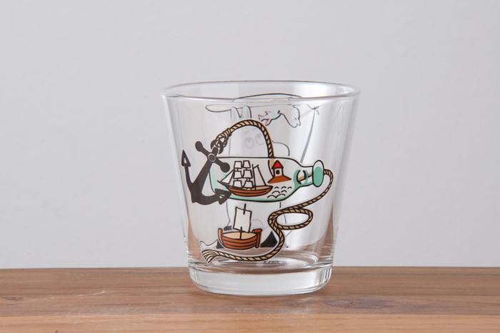 反対側に描かれているボトルシップは、ムーミンが買い出しに行ったときにお店で見て一目惚れしたものだそう。ムーミンのふるさと。フィンランドの涼しい風景を思い浮かべてサイダーを飲んでみてはいかが。
