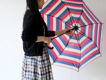傘の撥水効果が薄れて来たと感じた時は、一度ドライヤーを当ててみましょう。