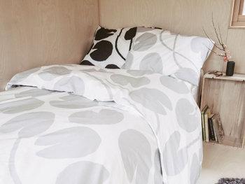 落ち着いて眠れそうなベッドセットを選ぶのも、質の高い睡眠の大切なポイントの1つです。色違いで揃えるのもおすすめです。