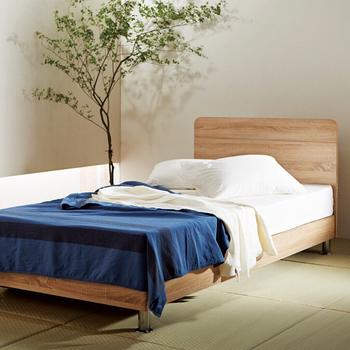梅雨入りなどで寝室を快適な空間にするのはなかなか難しいと思いがちですが、爽やかなカラーを取り入れたり、観葉植物を置いてみるだけで、ずいぶんと印象も変わります。お気に入りのアイテムで、ジメジメ時期から快適な寝室づくりをはじめてみてはいかがでしょうか?