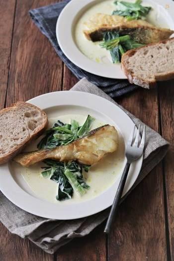 辛いのが苦手な人もいるなら、ほんのりとしたカレー風味を楽しめるカレークリームソースがおすすめ。おいしいソースは、ぜひパンを添えて最後まで味わいたいですね。