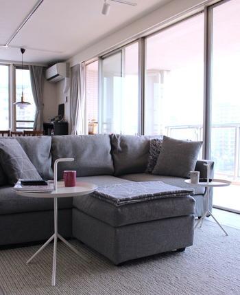 ソファの両端に離して置けば、家族のパーソナルスペースを確保しつつ居心地良く過ごせますよ。