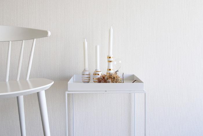 メインテーブルとは違った魅力のあるサイドテーブル。どっしりとしたテーブルと違って移動させやすく、好みのレイアウトを作りやすい点も◎ 使いたい場所に置きやすく、インテリアのワンアクセントにもなります。椅子やソファ、ベッドにもほどよい高さ。ティータイムやちょっとしたワークスペースなど用途もいろいろですよね。
