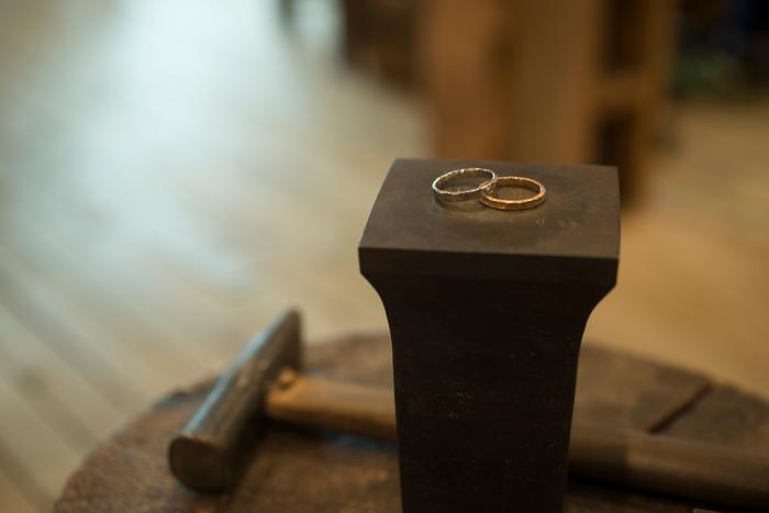 こちらの工房ではオリジナルのリングやチャームを作る事ができるんです。