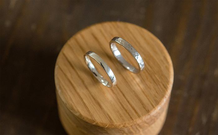 モノを作ることで自分と向き合う事ができたり新しい発見もあります。鎌倉彫金工房ではオリジナルのシルバーリングの他に、結婚指輪や婚約指輪を作ることもできるんです。これから結婚をお考えの方はオリジナルの結婚指輪作りに挑戦してみるのも素敵ですね。