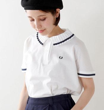 「ポロシャツ」は、スポーティーなイメージが強いと思われがちですが、実はシャツよりもイージーでTシャツよりも程よくきちんと感があるので、ワードローブに一枚あると意外と重宝するアイテムなんです。今回は、《ボトムス別》にシンプル&ナチュラルな大人のポロシャツコーデをご紹介いたします。