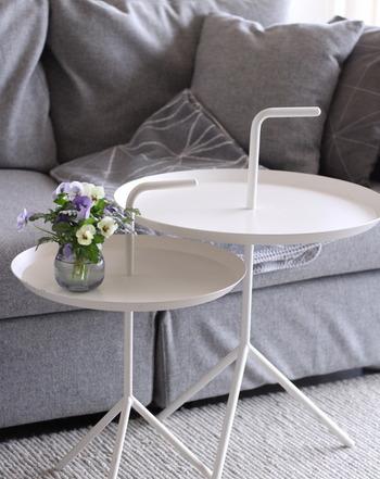 サイドテーブルですがあえてソファの前に置き、メイン使いにするのも◎ ネストテーブル(入れ子)のような、存在感のある置き方が楽しめます。