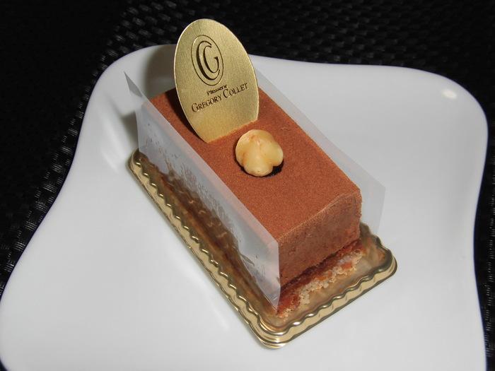 移転前からの人気商品「ロワイヤル」。ムースショコラでクレームショコラを包んでいます。ふわっと柔らかな口どけ。