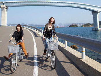 伊王島には、リゾートの敷地内にとどまらず、たくさんの見どころがあります。リゾートでは自転車もレンタルできますので、潮の香りを感じながら島内サイクリングするのもおすすめです。