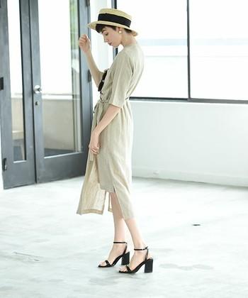 """膝丈スカートにサンダル、ノースリーブのトップスなど…。 薄着になるこれからの季節は、何かと肌を露出する機会が増えてきます。 ゆったりしたシルエットのワイドパンツやワンピースも素敵ですが、夏を涼しく快適に過ごすためには、やっぱり適度な""""肌見せ""""は必要ですよね? そこで今回は、夏本番を迎える前に今から始めておきたい「足&腕のケア」、「腕やせ・脚やせ」のためのストレッチ方法やマッサージ術をご紹介します。"""