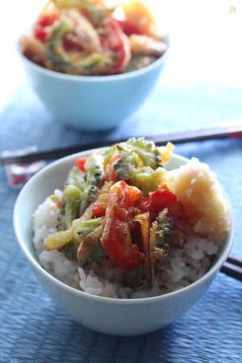 こちらは「ゴーヤ」「赤パプリカ」のかき揚げ。百邪を防ぐといわれる「生姜」は、ちょうど旬の食材。すりおろして、天つゆに使っているそうです。